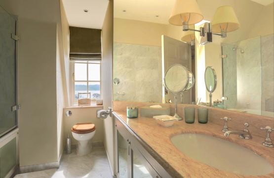 Acorn Bathroom 1