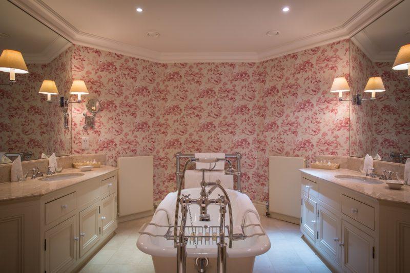 Croquet Pavilion Bathroom