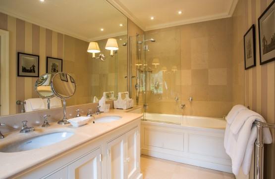 Noel Bathroom