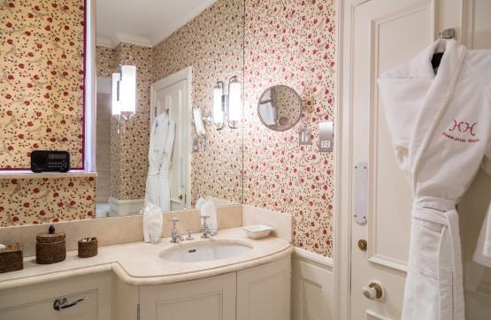 Qazvin Bathroom